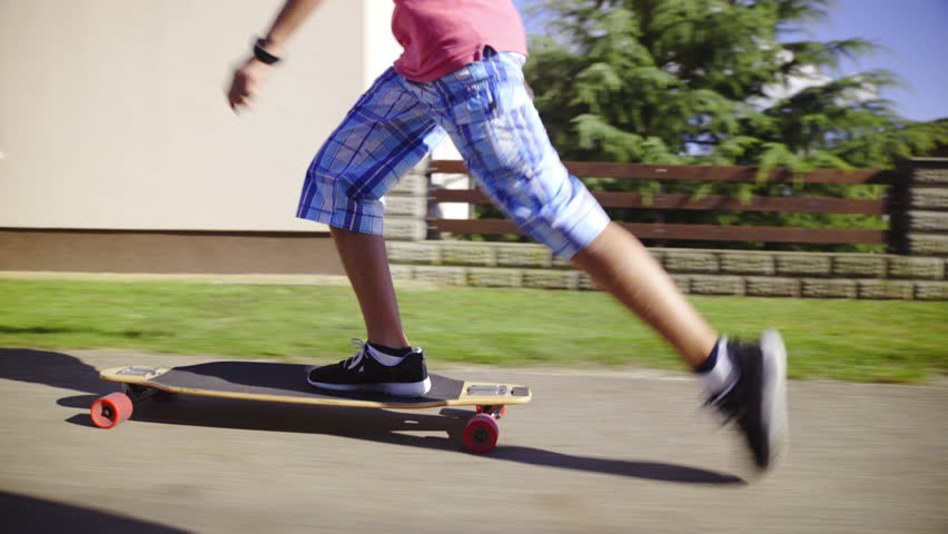 haciendo skateboarding