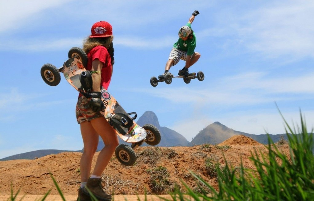 Mountainboard en colinas