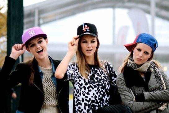 chicas-gorra-skate
