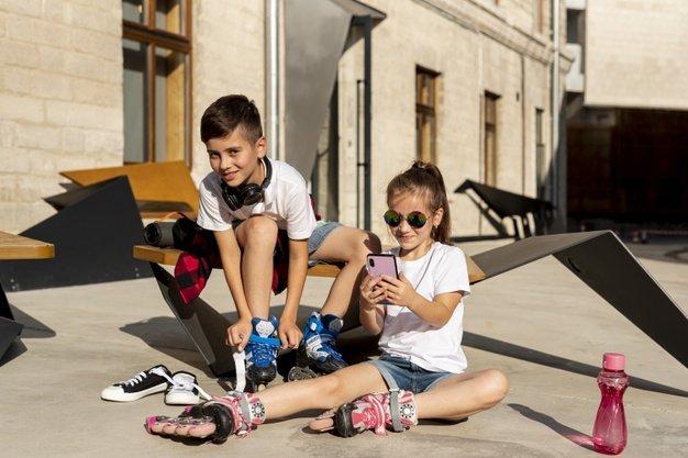 patines en linea con niño y niña
