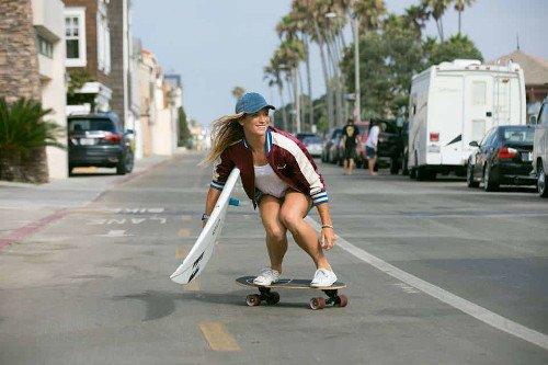 surfskater chica rojo